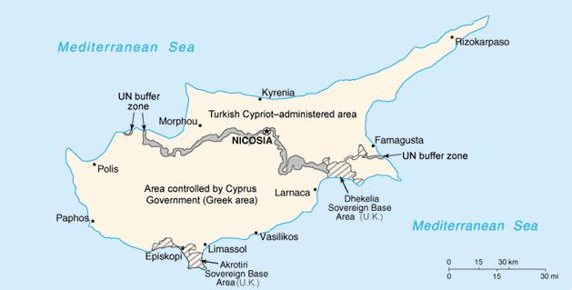 Kart 2: Kypros etter krigen i 1974. Den grå linjen er FNs buffersone som skiller øya i to. Kilde: Wikimedia Commons www.commons.wikimedia.org/wiki/File:Cyprus_map.gif.