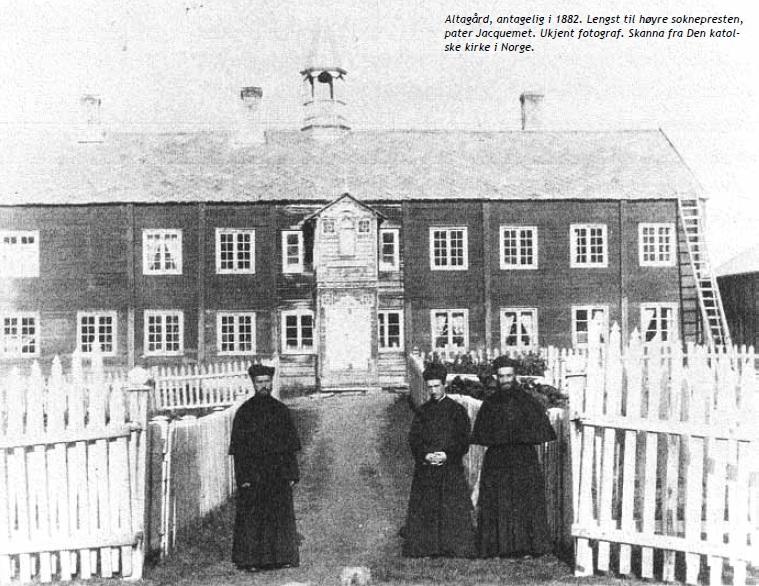 røde kirkebygg i norge