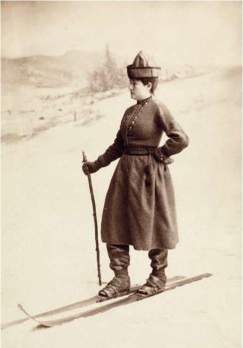 Eva Nansen kledd i skidrakt med bukser. Foto: Ludwik Szacinski. Eier: Nasjonalbiblioteket.