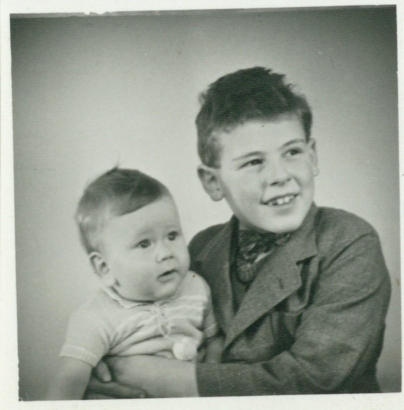 Karl Peter Federer fikk et helt spesielt forhold til sin pleiebror Victor. Foto fra arkivet etter Karl Peter og Victor Federer, HL-senteret