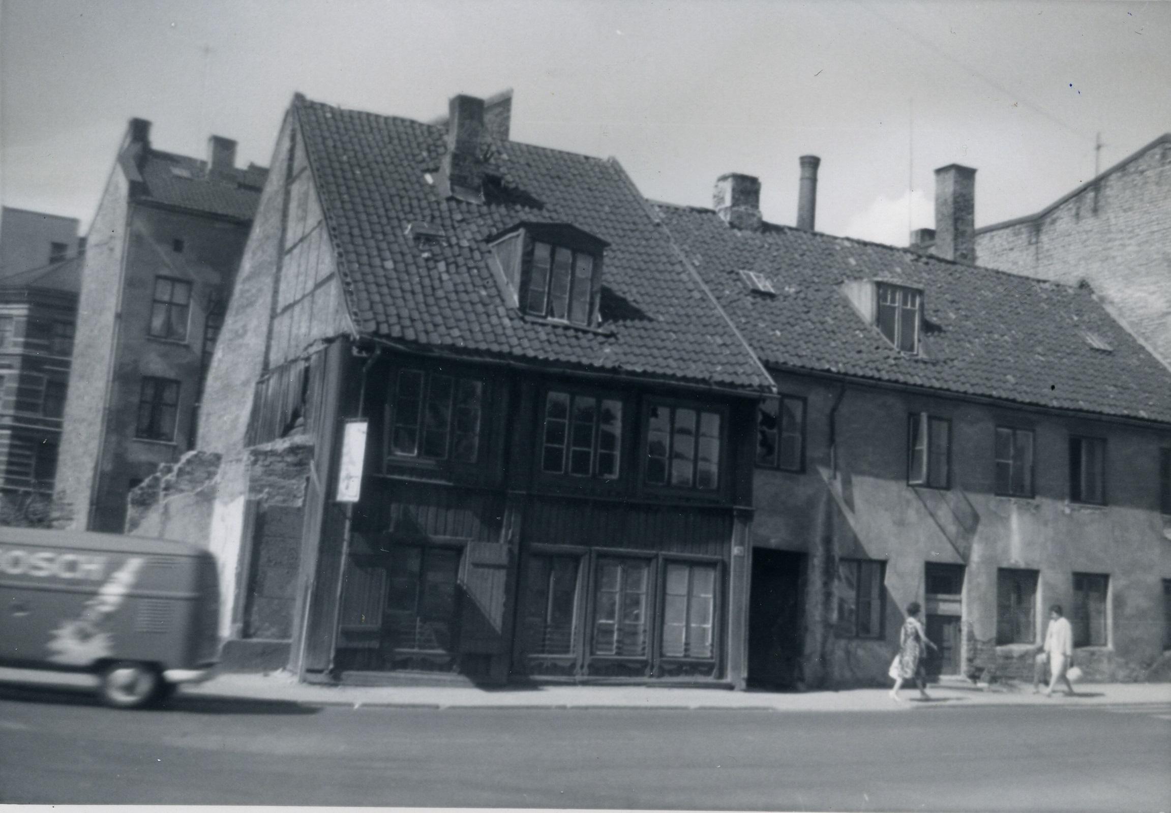 Sanert: Lakkegata 28 hvor Anton bodde i årene ca 1893-1895. Gården er nå revet. Foto: Anton Andresen, Arbeiderminner 1962