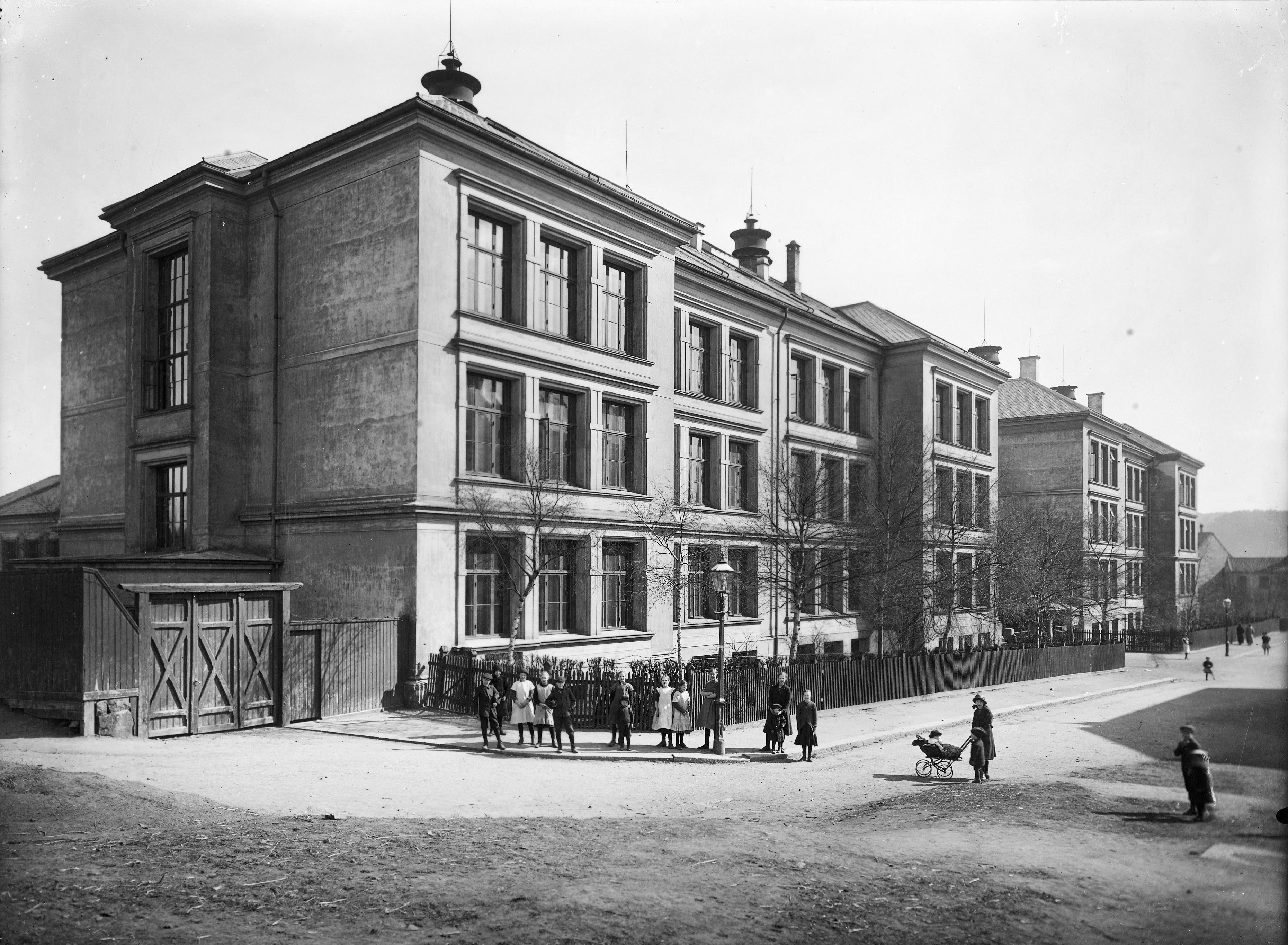 Skolestart: Anton startet på Kampen skole i 1897. Foto fra 1902 da Anton gikk i 5. klasse. Ukjent fotograf/Oslo Museum OB.F15681