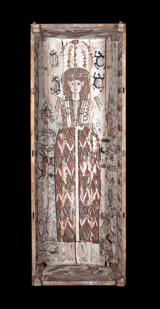 Egyptisk mumiekiste, 2. årh. f.Kr. Innsiden av kisten er dekorert med den egyptiske himmelgudinnen Nut omkranset av de tolv stjernetegnene i zodiaken. Bilde: British Museum