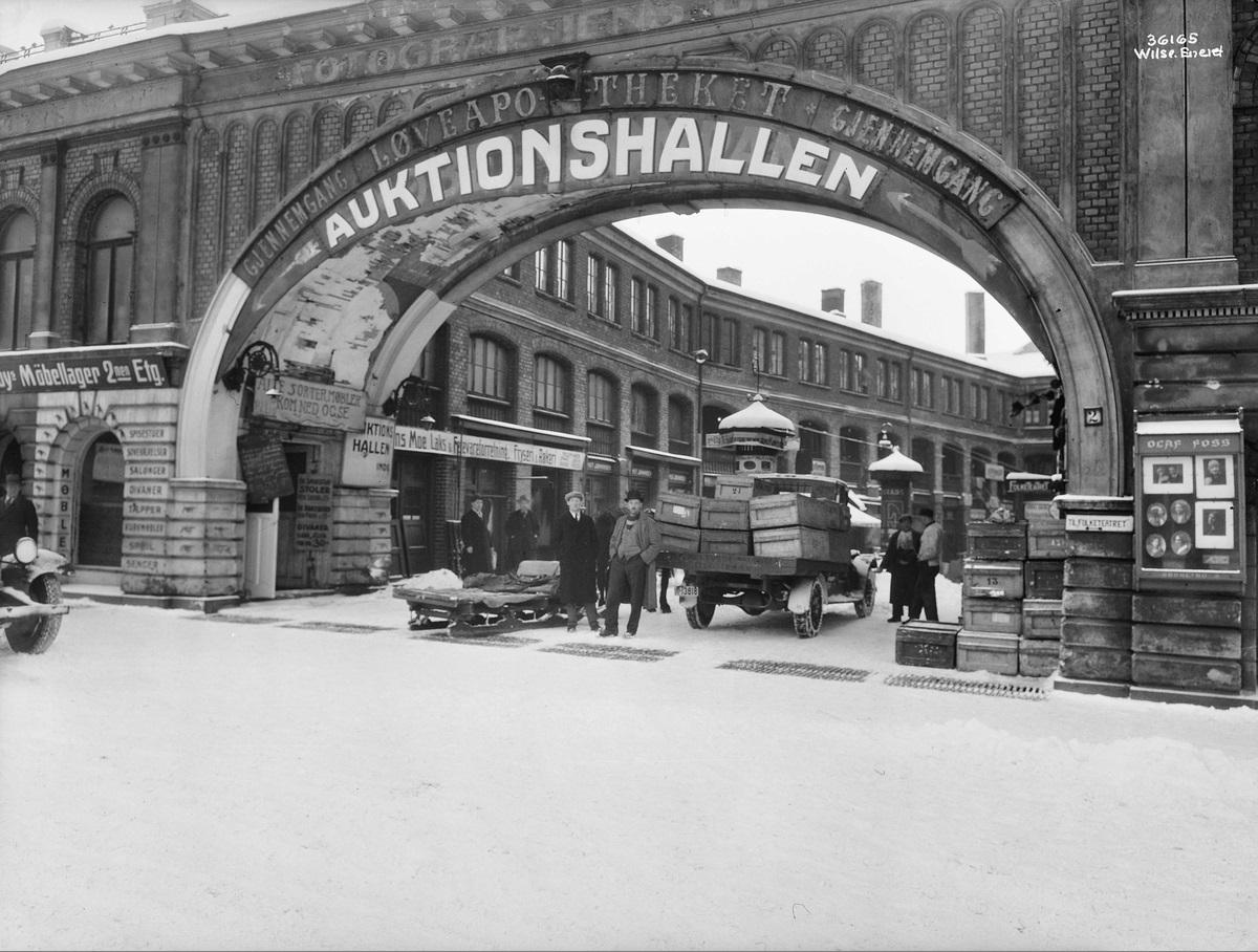 Basarhallene på Youngstorget i 1930.