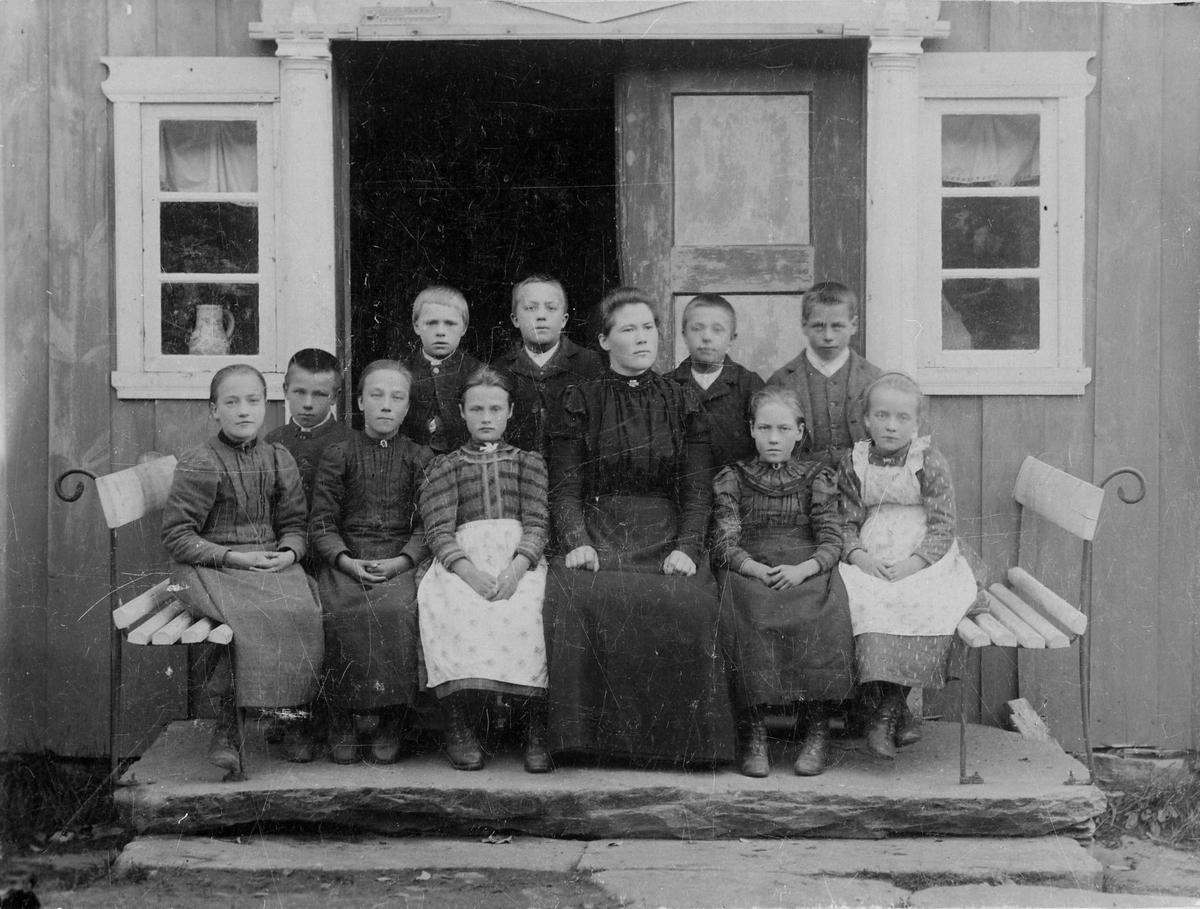 Omgangsskolen i storlidalen. Ukjent fotograf, ca 1900. TIlhører Sverresborg Trøndelag Folkemuseum