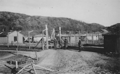 Fangeleir på Seines på Straumøya. (XXX venter fortsatt på klarering av dette bildet. XXX)